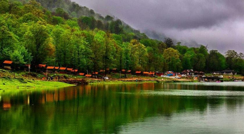 ماهیگیری در دریاچه آویدر مازندران