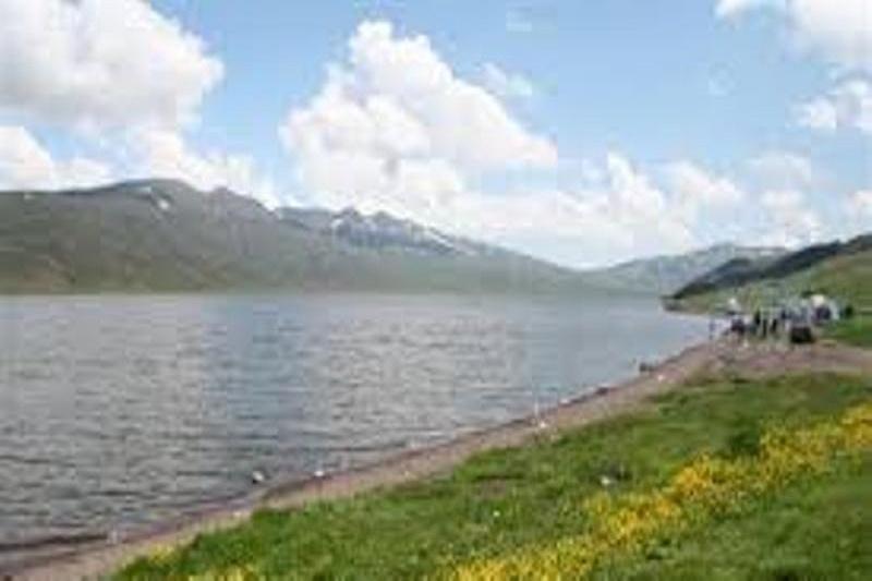 دریاچه نئور ماهیگیری در استان گلستان