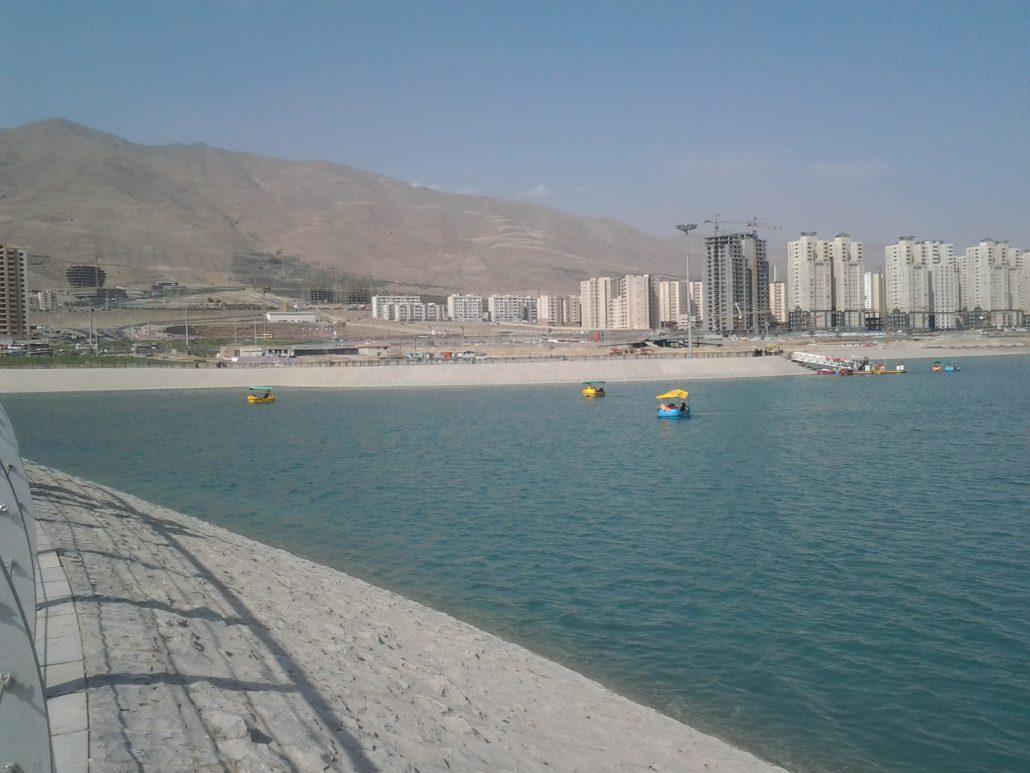 ماهیگیری در دریاچه چیتگر بام لند